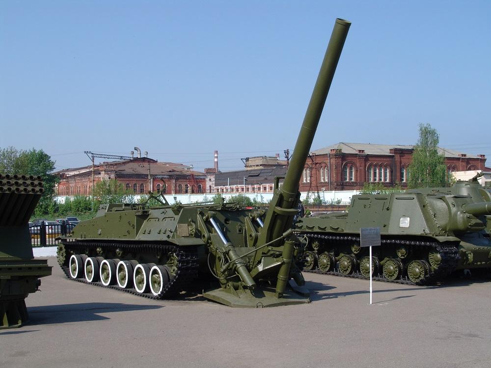 Mortero autopropulsado de 240 mm. 2B8