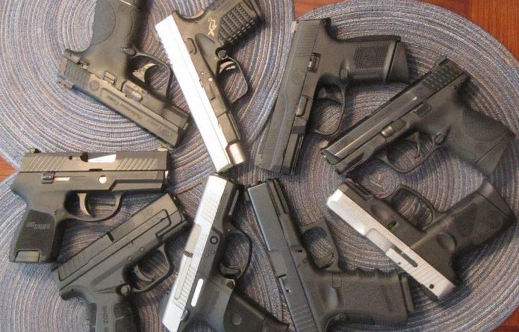 Pistolas de aguja lanzada. Foto de https://www.usacarry.com/striker-fired-pistol-advantages-hammer-fired/