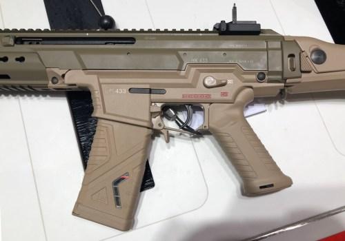 Detalle de los controles del fusil HK 433 expuesto en la feria Enforce Tac 19 1