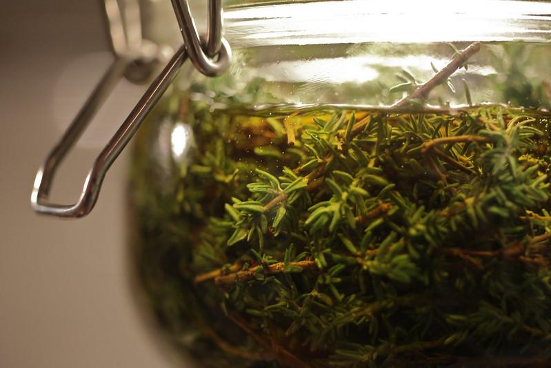 Transformation – macération huileuse ou macérât de plantes dans l'huile