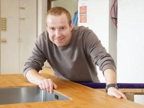 Tischlermeister und Holztechniker Mirco Nackenhorst berät unsere Kunden und begeistert mit seinen einzigartigen Ideen und praktischen Lösungen. Er entwirft und plant mit Hilfe von Spezialsoftware die Umsetzung individueller Kundenwünsche und realisiert sie auch in der Werkstatt.