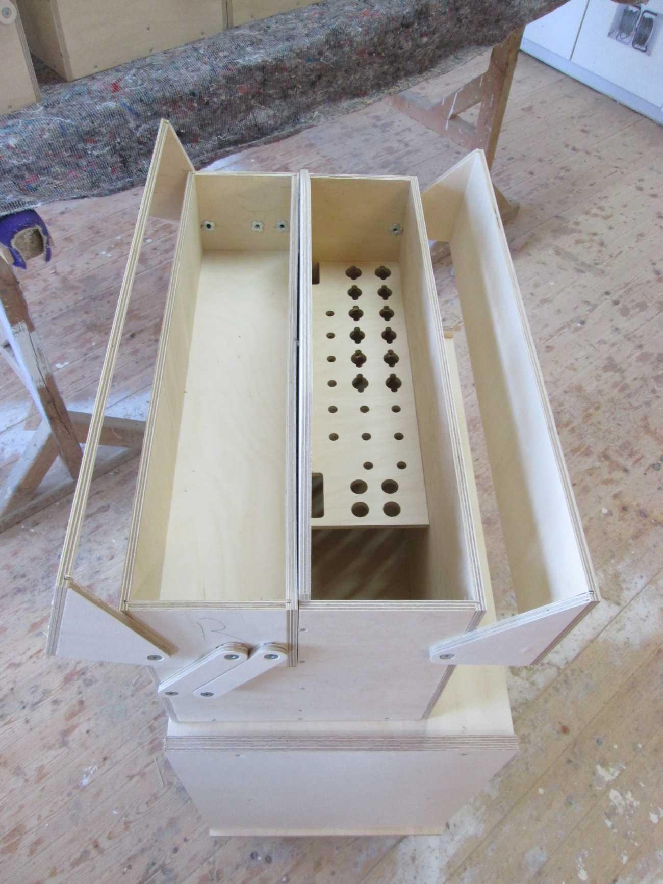 Werkzeugkiste aus 9 mm Multiplex