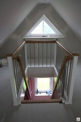 Treppe-zum-Dachboden-003