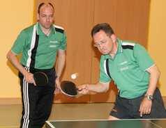 Sohn Nico (li) und Vater Johann Lawatsch holten gemeinsam vier von sechs Punkten für den TuS Ahausen, konnten aber die Niederlage gegen Meister Linter II nicht verhindern.