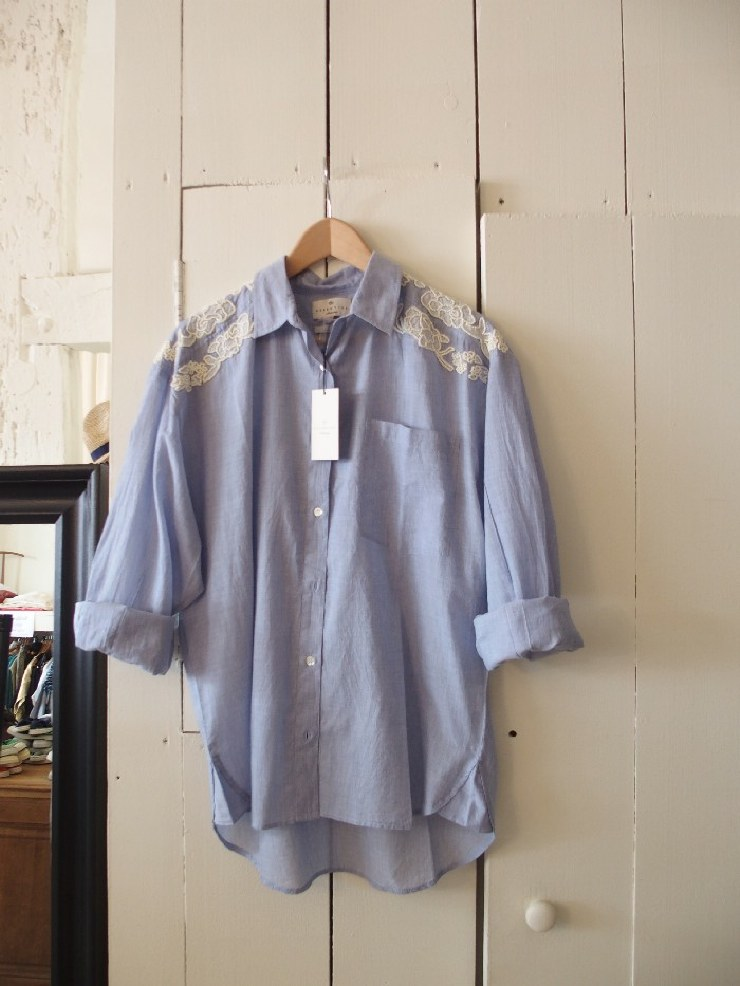 Chambray shirt with embroidery.