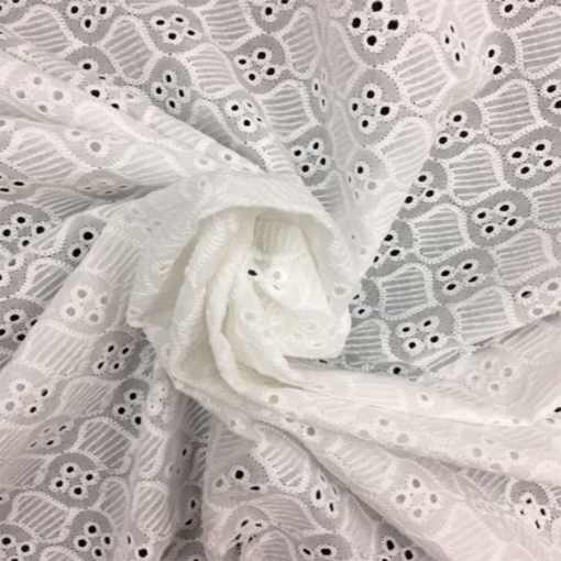 Broderie anglaise blanche 17