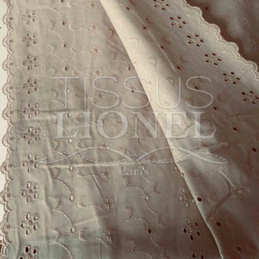 Tissu broderie anglaise beige