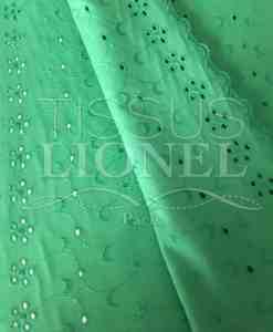 Tissu broderie anglaise vert