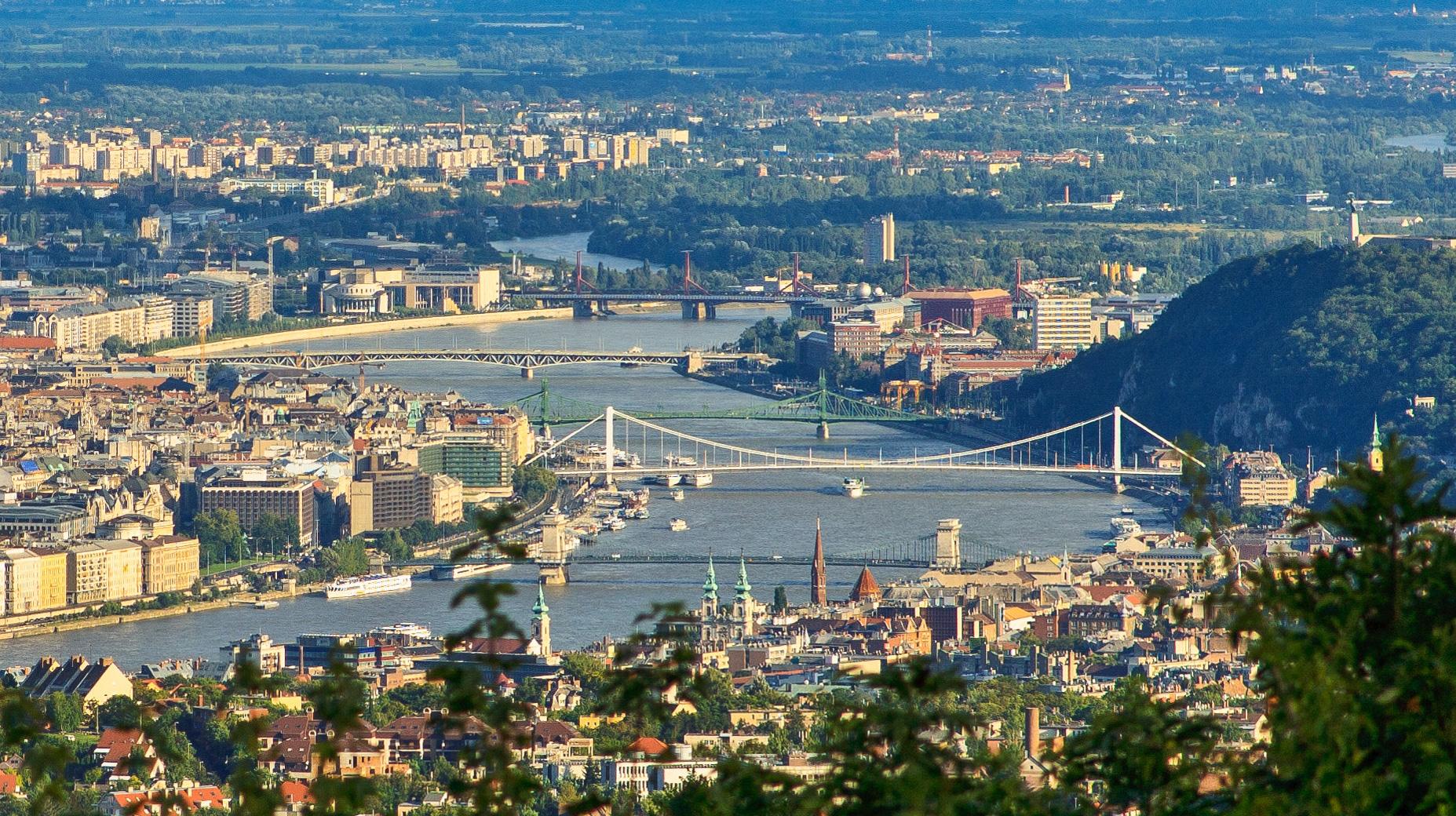 Budapest nappal a Harmashatar-hegyrol
