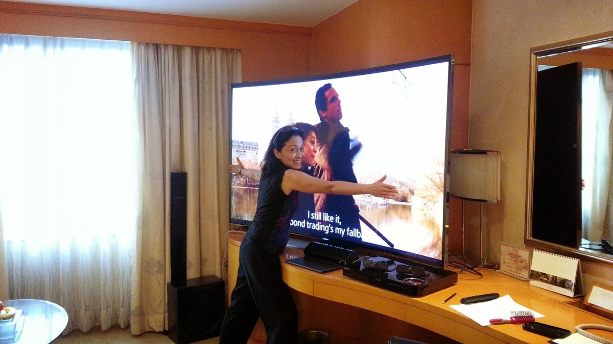 A Bonding Moment with a Sibling and Samsung's UHD Curved TV