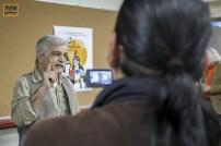 نمایشگاه کتاب تهران بدون سانسور. بهرنگ رهبری از سخنرانی یکی از ناشران اروپایی فیلمبرداری میکند