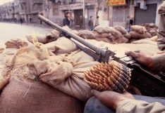 Violent protests in Tehran, Iran on Sunday, February 11, 1979. در خلال انقلاب ایران ۱۹۷۹