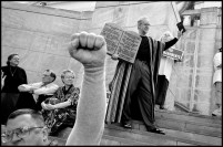USA. ALABAMA. Montgomery. Nov. 12 2003. Fundamentalist Christians display the Ten Commandments at the rally in favour of State Supreme Chief Justice Roy MOORE about to be dismissed for refusing to remove a 15 ton Ten Commandments sculpture from the entrance hall to the Supreme Court.
