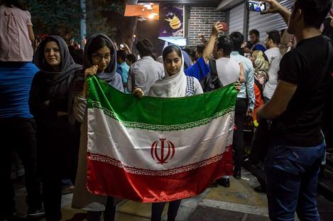 شادی مردم در تهران پس از پیروزی تاریخی در جام جهانی روسیه - ایران ۱ مراکش سفر - عکس از یاسمن ده میانی