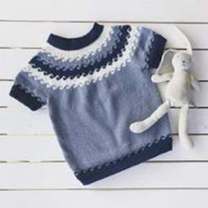 kjøp BØLGEDANS SOMMER fra knit happens hos titt inn garn her