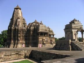 khajuraho-temples-and-figures-1520533