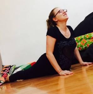 Posizione yoga del cobra