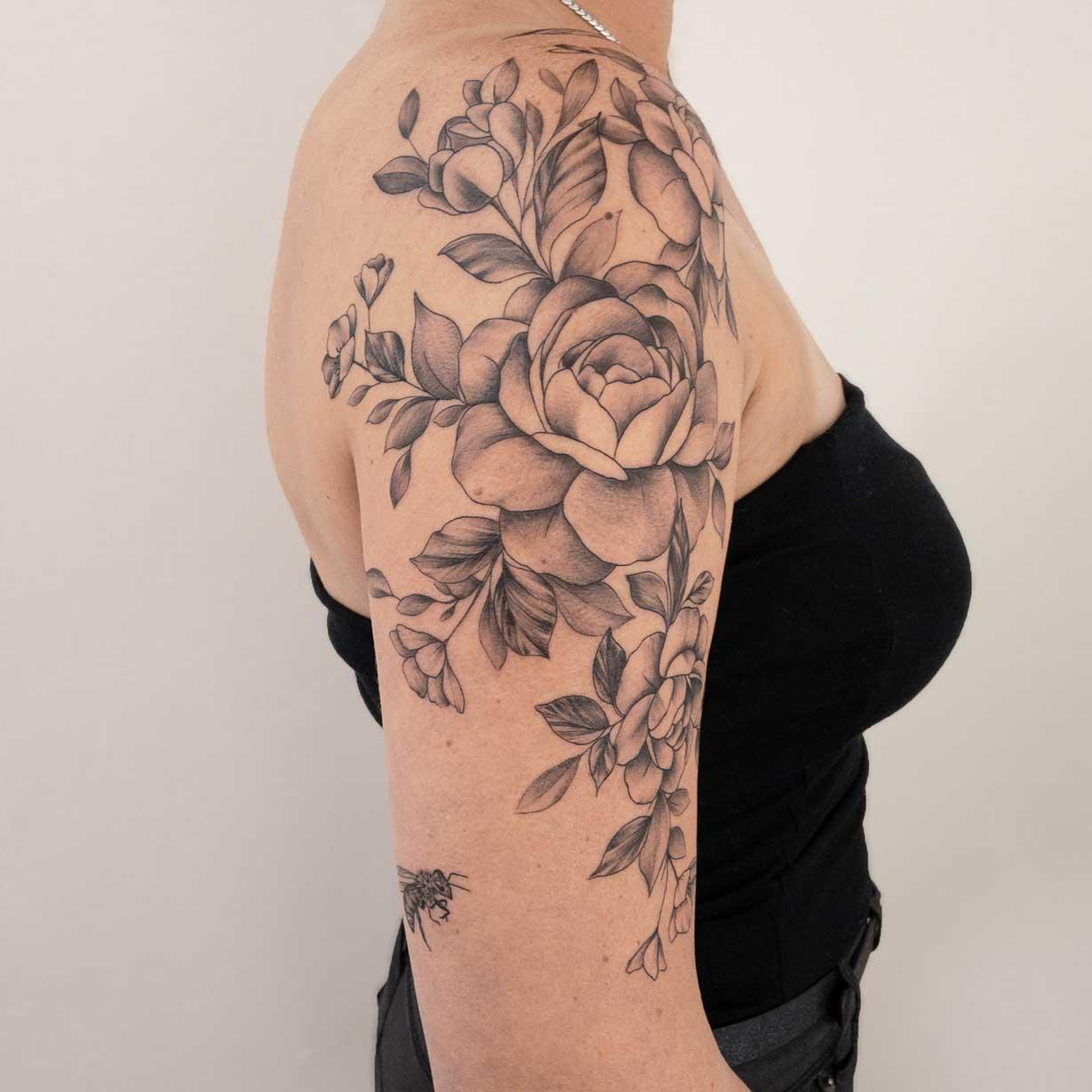tatouage-fleurs-femme-bordeaux