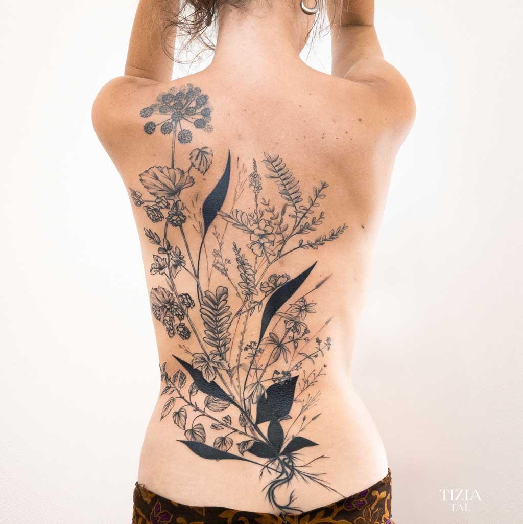 tatouage-fin-dos-fleur-toulouse