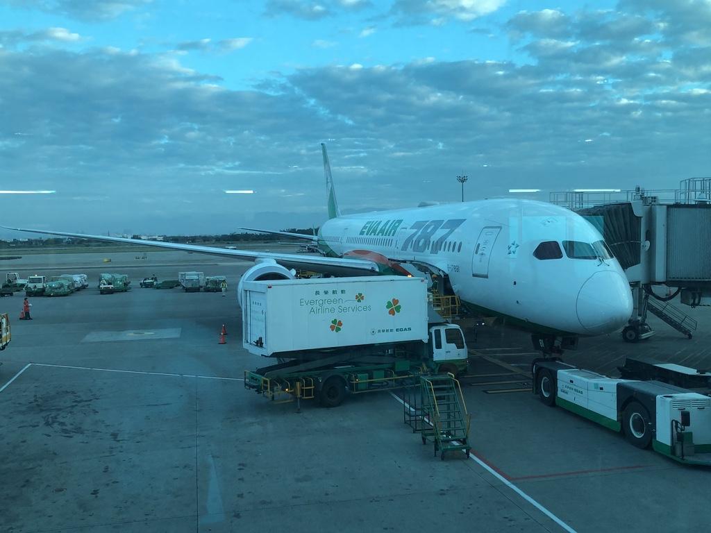 長榮787-9臺北-香港 – 旅行觀點