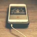 充電しているiPhone
