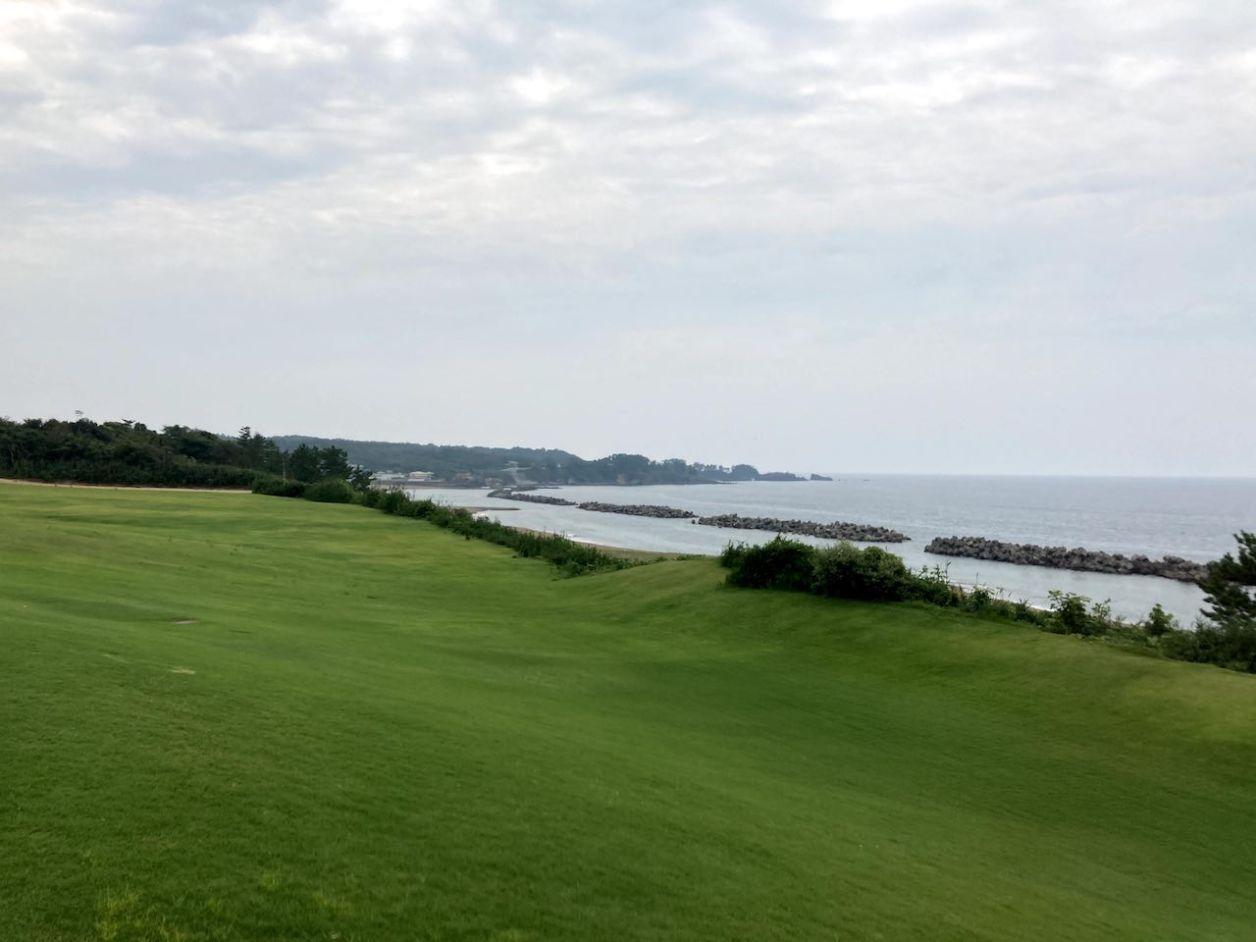 芝政ワールド プールから見える海