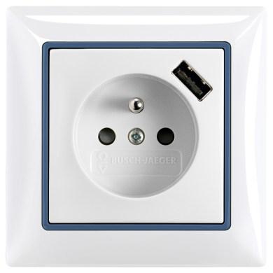 Novinkou na trhu je tiež integrovaná USB nabíjačka do elektrickej zástrčky ABB. S riešením ABB už netreba hľadať pre tablet, smartfón či počítač nabíjačku, je totiž zabudovaná priamo do elektrickej zásuvky.