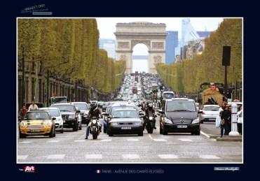 """Paríž. Jedná se o jubilejní 35. autorovu výstavu cyklu """"Obrazy z cest"""", kterou tvoří celkem 30 obrazů."""