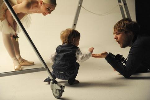 Pred fotoaparát sa so synom Nicolasom postavila primabalerína Romina Kołodziej v kostýme princeznej Aurory z baletu Spiaca krásavica. Foto: Alena Klenková
