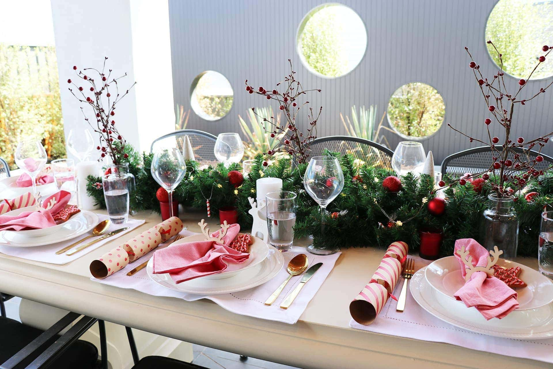 3 Cheap Christmas Table Setting Ideas With Wow-Factor