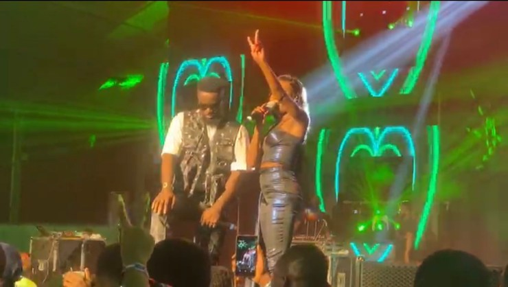 Sarkodie and Efya on stage at Rapperholic 2019
