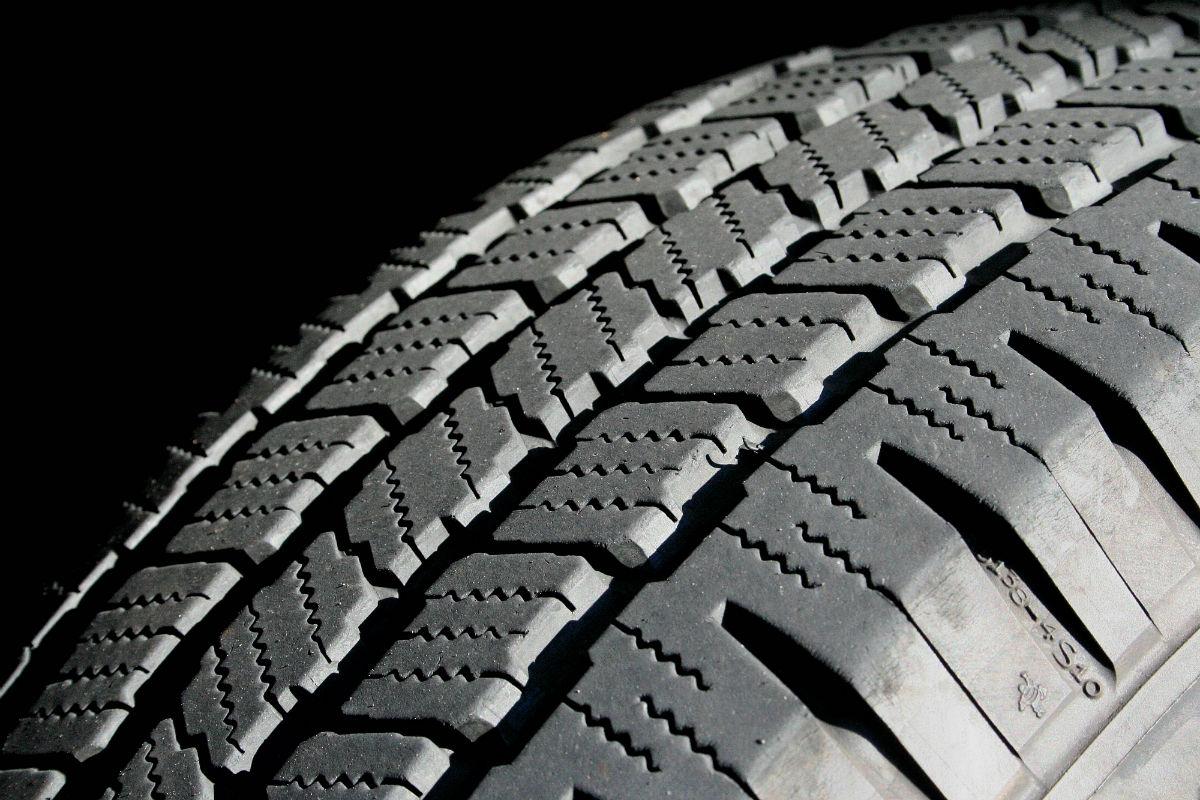 Запатентований новий спосіб виготовлення автомобільних шин з трави і дерев