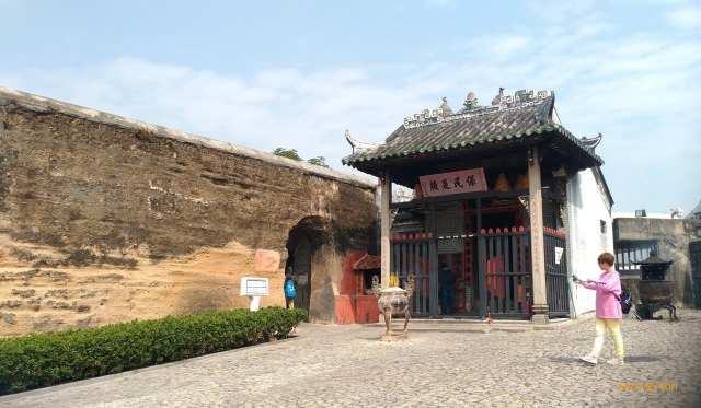 Travel-Macao-Historic Center of Macao-Nazha Temple and old wall-20180210