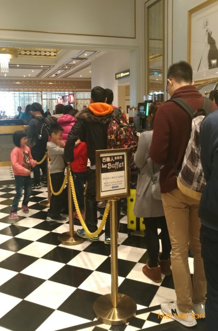 Travel-Macao-Parisian Macao-Line for lunch Buffet-20180212