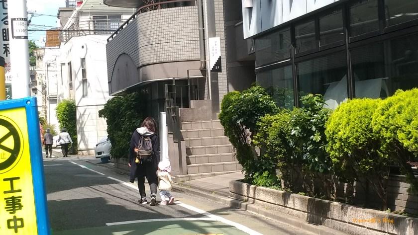 谷根千 散步,遇到母子快樂同行