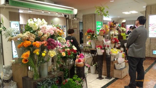 20180419_Tokyo_Shinbashi Station_Flower Shop