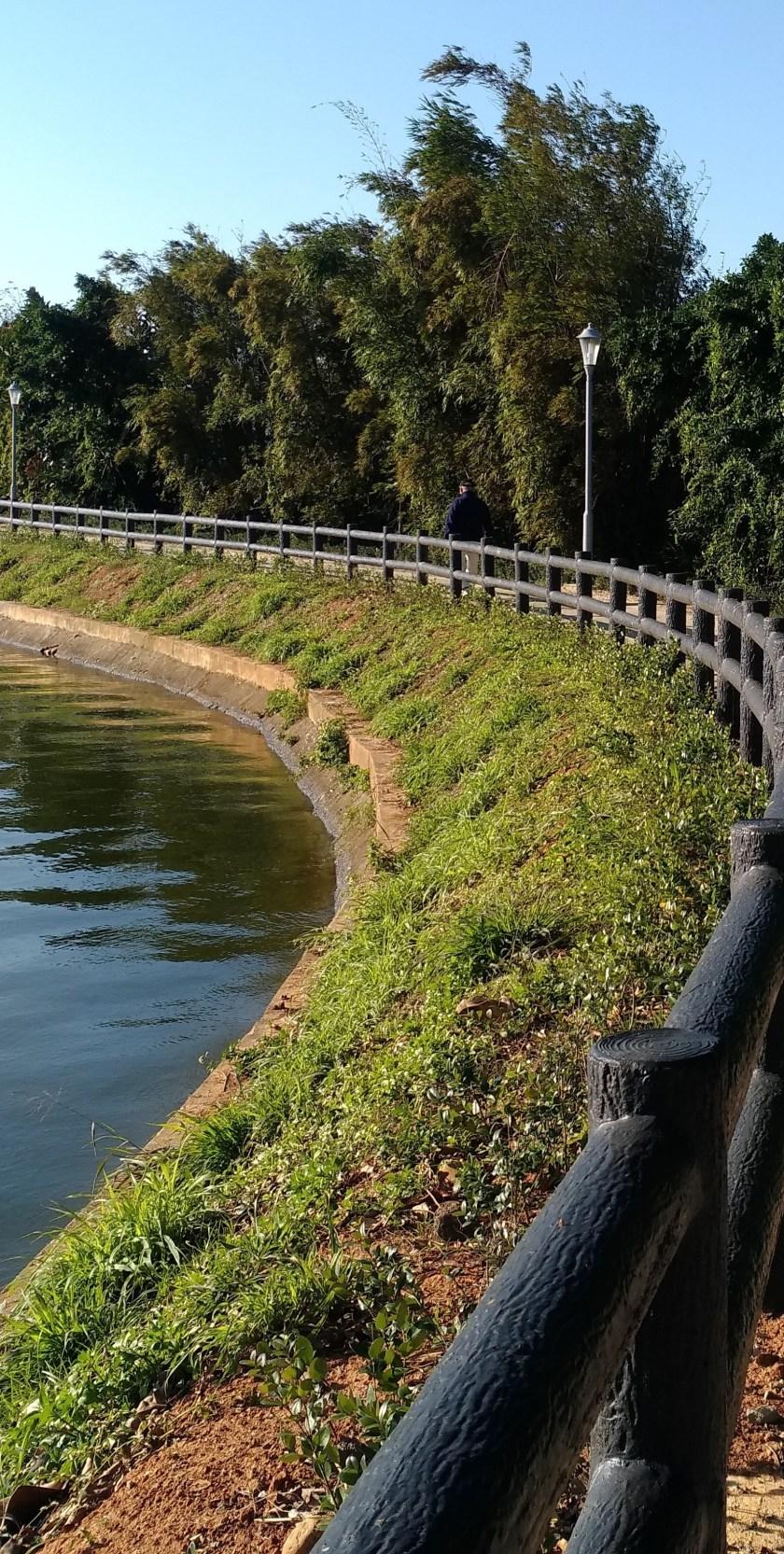 蓮荷園休閒農場 的附近有一個名為「公埤」的塘埤