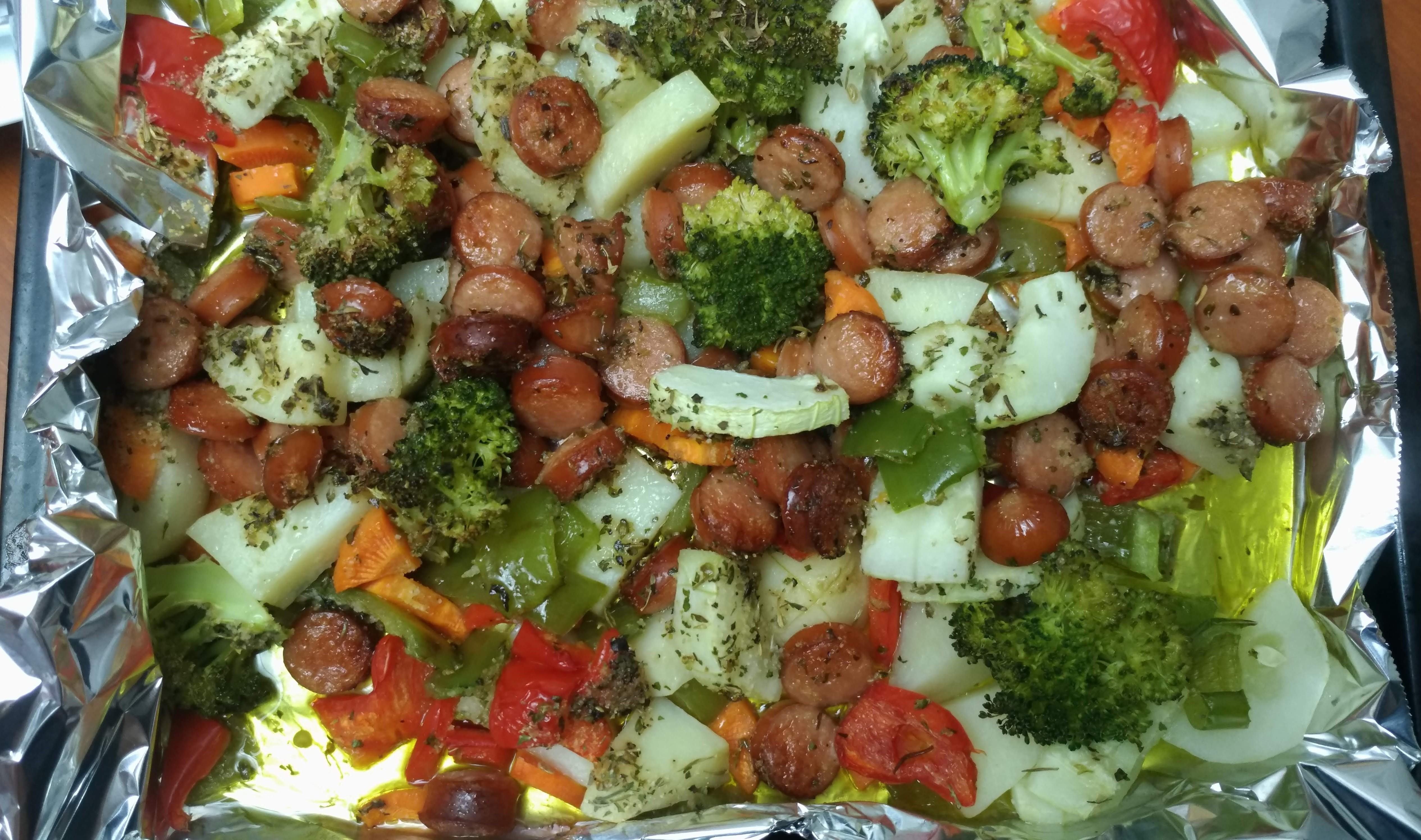 週末食譜:烤義大利式香腸&蔬菜,一鍋到底!