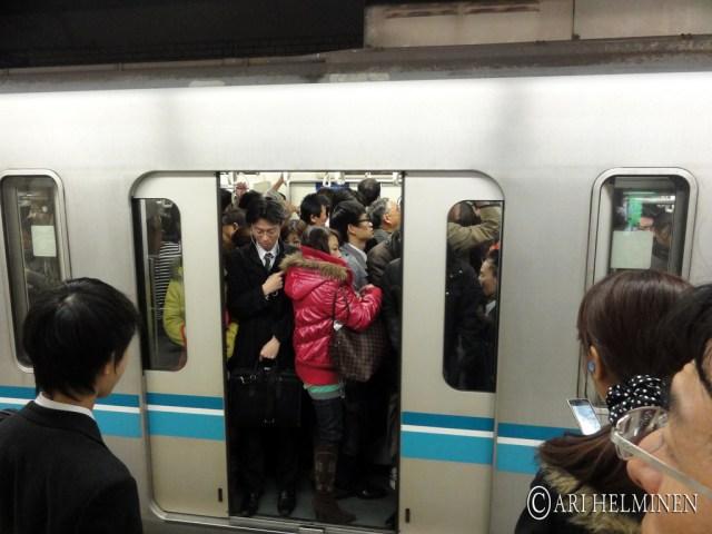 痴漢 & 痴漢冤罪 , 在日本搭電車要小心 chikan
