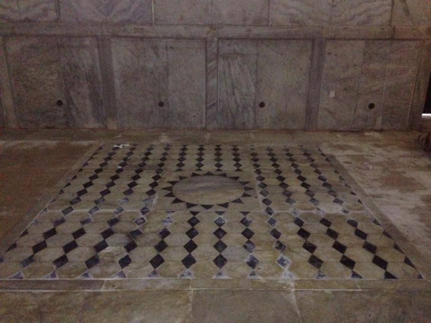 אחת הרצפות המעוטרות שנחשפו בהסרת השטיחים בכיפת הסלע