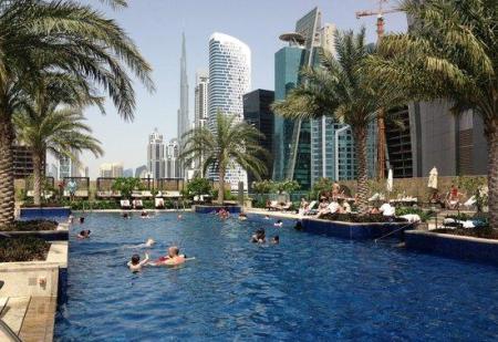 jw-marriott-marquis-pool