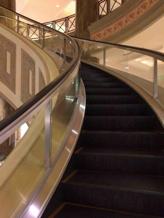 Удобный эскалатор вместо винтовой лестницы Новые отельные фишки