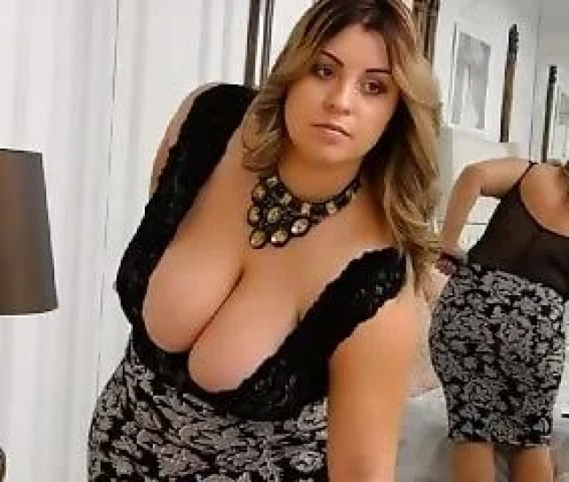 Beauty Bustygizelle Shows Her Huge Melons Shortly
