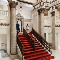 apple_nso-tower-theater-la_staircase_06222021