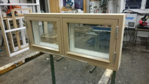 Fönster med nätinnerbåge