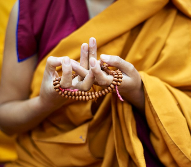 Mandala Mudra, mudra, Olivier Adam, Tibetan mudra, Tibetan Buddhist nun, mala