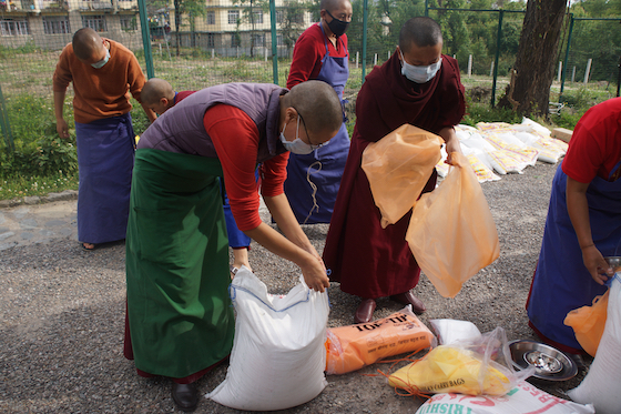 Tibetan nuns, Dolma Ling, coronavirus lockdown, food distribution