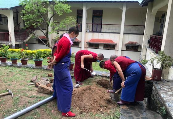 Tibetan Buddhist nuns instal solar lights at nunnery