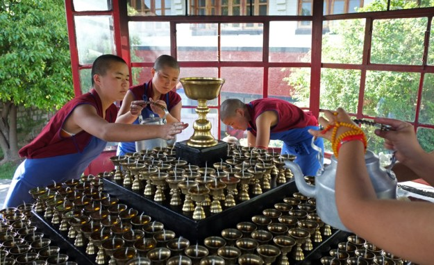 butter lamps, Tibetan Buddhist nuns, Dolma Ling, Dharamsala