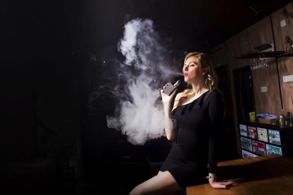 東京では飲食店内で禁煙が始まる